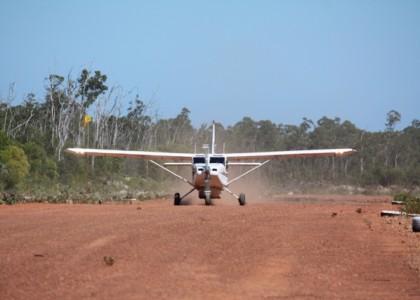Avion Sur La Piste De Gawa