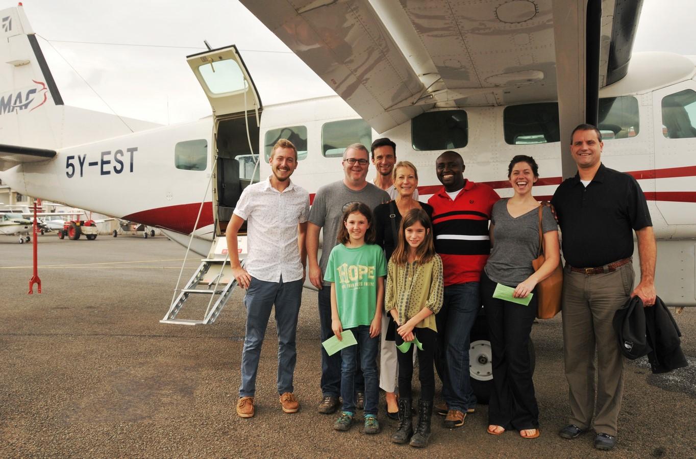 Transport D'une équipe De CARE FOR AIDS