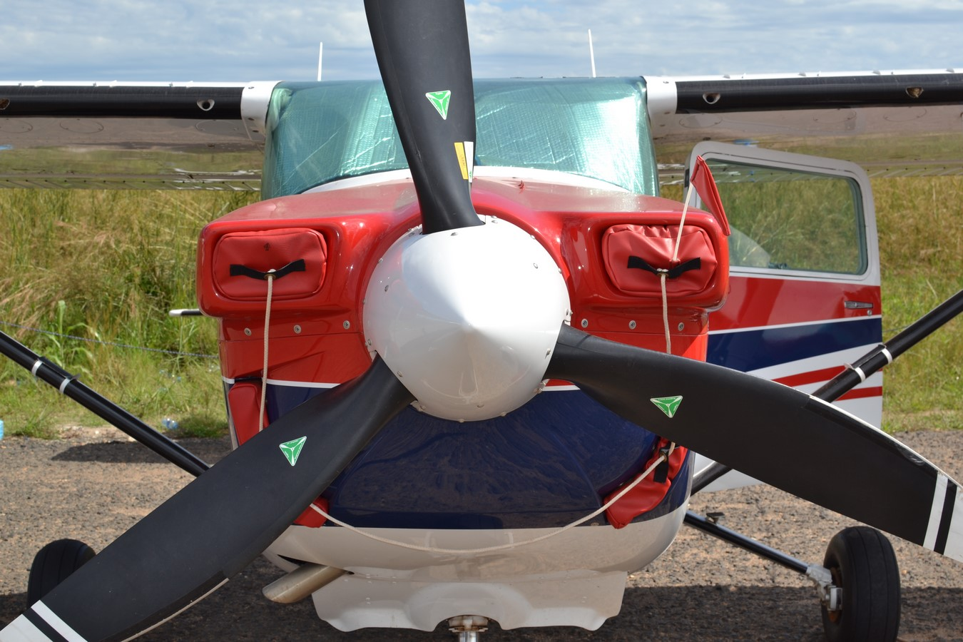Dédicade Du Nouveau Cessna C182 5X-MON