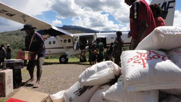 avion humanitaire voler au secours