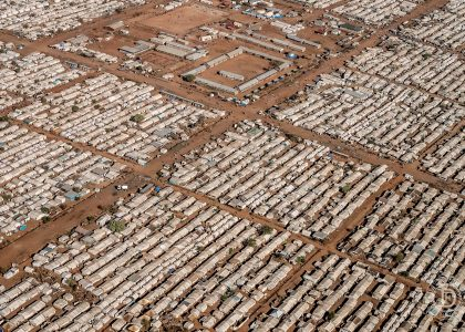 Voler Pour Aider Un Camp De Réfugiés