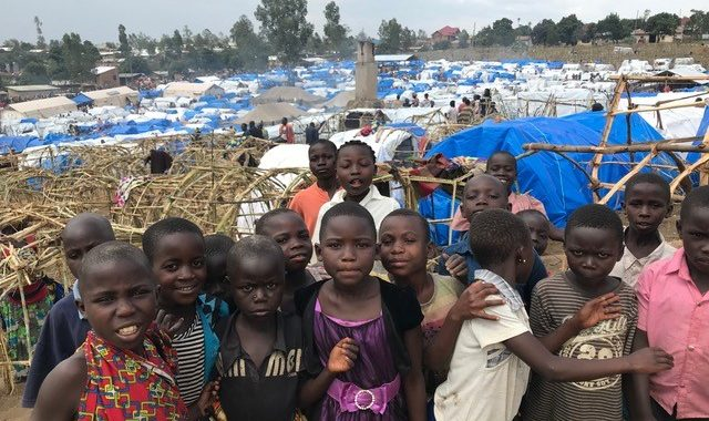 Transporter Des Aliments Indispensables Pour Les Réfugiés