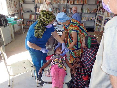 Un Dentiste Pour Une Tournée Dans Le Sahara