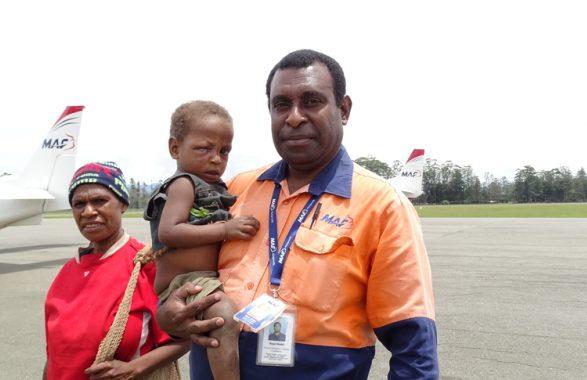 Apporter De L'aide Après Le Séisme En PNG