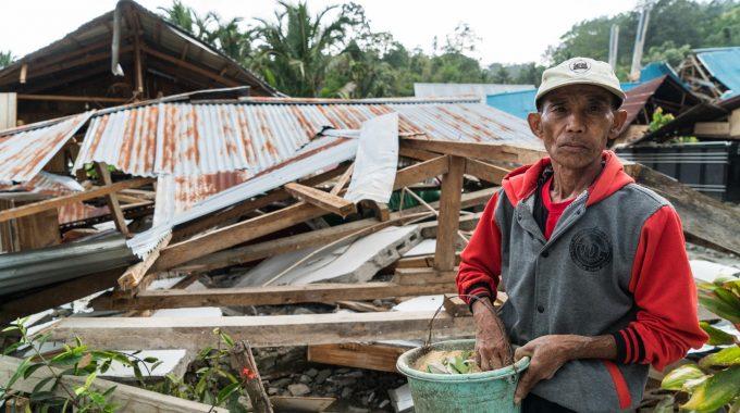 Après Le Tremblement De Terre Et Le Tsunami En Indonésie