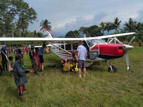 Un Double Sauvetage En Papouasie Nouvelle Guinée
