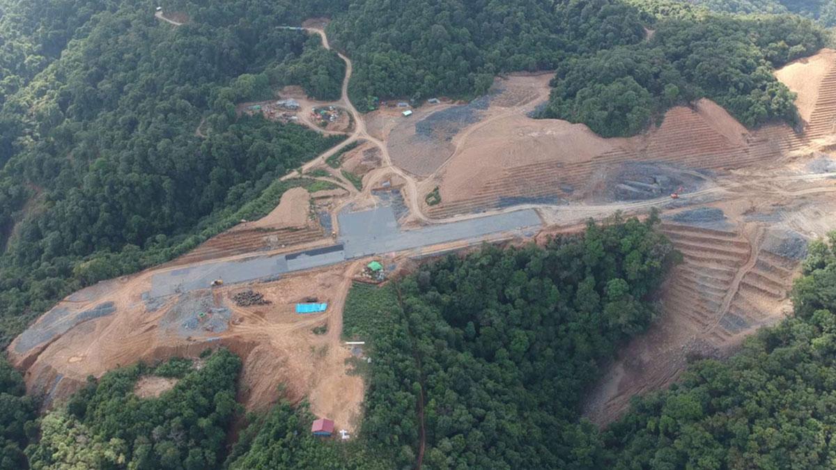 Construction D'une Piste à Lailenpi Au Myanmar