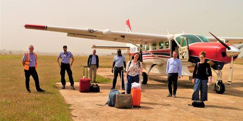 Voler Pour Apporter La Guérison En Ouganda