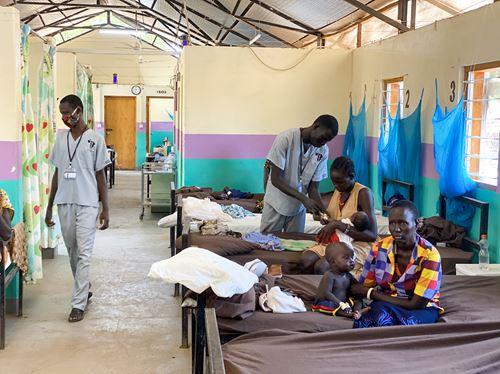 Donner De L'oxygène Aux Bébés Au Sud Soudan